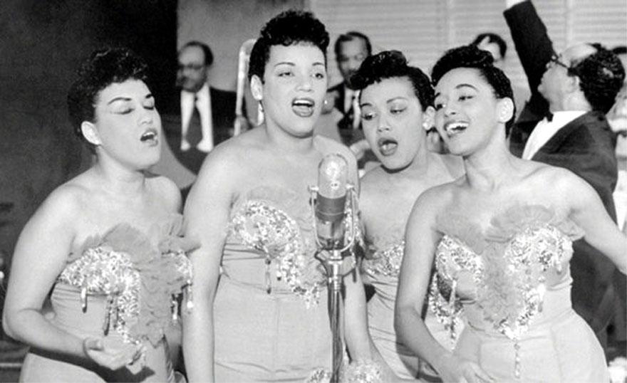 Cuarteto Las D'Aida on their TV debut on the show Carrusel de las Sorpresas.